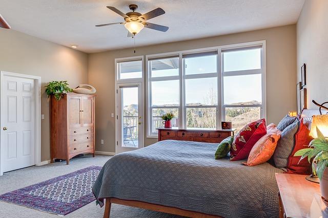 Jak umeblować małą sypialnię - czyli pomysł na ciekawe wnętrze