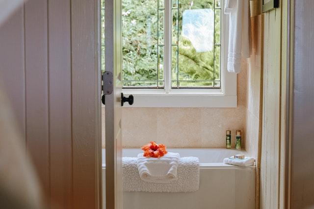 Łazienka minimalistyczna — przestrzeń i funkcjonalność w jednym